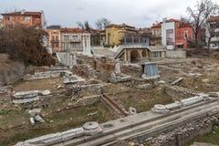 PLOVDIV, BULGÁRIA - 30 DE DEZEMBRO DE 2016: Panorama das ruínas de Roman Odeon na cidade de Plovdiv Imagens de Stock Royalty Free