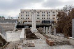 PLOVDIV, BULGÁRIA - 30 DE DEZEMBRO DE 2016: Panorama das ruínas de Roman Odeon na cidade de Plovdiv Fotos de Stock