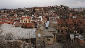 PLOVDIV, BULGÁRIA - 30 DE DEZEMBRO DE 2016: Panorama surpreendente da cidade de Plovdiv do monte do tepe de Sahat Fotografia de Stock Royalty Free