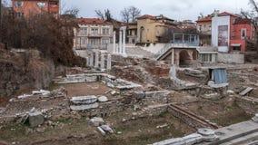 PLOVDIV, BULGÁRIA - 30 DE DEZEMBRO DE 2016: Ruínas de Roman Odeon na cidade de Plovdiv Fotos de Stock
