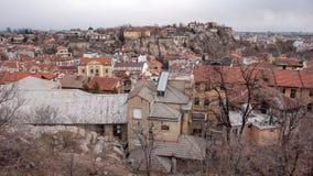 PLOVDIV, BULGARIA - 30 DE DICIEMBRE DE 2016: Panorama asombroso de la ciudad de Plovdiv de la colina del tepe de Sahat Foto de archivo libre de regalías