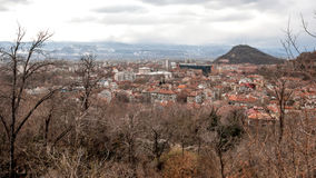 PLOVDIV, BULGARIE - 30 DÉCEMBRE 2016 : Panorama étonnant de ville de Plovdiv de colline de tepe de Sahat Photographie stock