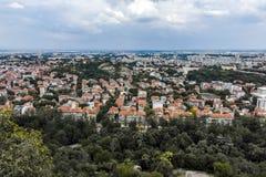 PLOVDIV, BULGARIJE 11 JUNI, 2017: Verbazend Panorama van stad van Plovdiv van de heuvelheuvel van Bunardzhik tepe van libertadors Royalty-vrije Stock Afbeelding