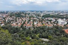 PLOVDIV, BULGARIJE 11 JUNI, 2017: Verbazend Panorama van stad van Plovdiv van de heuvelheuvel van Bunardzhik tepe van libertadors Royalty-vrije Stock Afbeeldingen