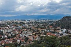 PLOVDIV, BULGARIJE 11 JUNI, 2017: Verbazend Panorama van stad van Plovdiv van de heuvelheuvel van Bunardzhik tepe van libertadors Royalty-vrije Stock Foto's