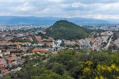PLOVDIV, BULGARIJE 11 JUNI, 2017: Verbazend Panorama van stad van Plovdiv van de heuvelheuvel van Bunardzhik tepe van libertadors Royalty-vrije Stock Fotografie
