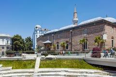PLOWDIW, BULGARIEN - 10. JUNI 2017: Dzhumaya-Moschee und römisches Stadion in der Stadt von Plowdiw Stockbild