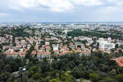 PLOWDIW, BULGARIEN AM 11. JUNI 2017: Erstaunlicher Panoramablick der Stadt von Plowdiw vom Bunardzhik-tepe Hügelhügel von liberta Lizenzfreie Stockfotos