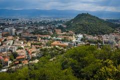 PLOWDIW, BULGARIEN AM 11. JUNI 2017: Erstaunlicher Panoramablick der Stadt von Plowdiw vom Bunardzhik-tepe Hügelhügel von liberta Stockfotos