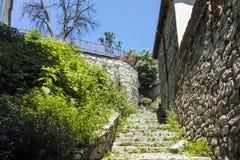 PLOWDIW, BULGARIEN - 10. JUNI 2017: Haus vom Zeitraum der bulgarischen Wiederbelebung und der Straße in der alten Stadt von Plowd Lizenzfreie Stockbilder