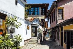 PLOWDIW, BULGARIEN - 10. JUNI 2017: Haus vom Zeitraum der bulgarischen Wiederbelebung und der Straße in der alten Stadt von Plowd Stockfoto