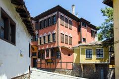 PLOWDIW, BULGARIEN - 10. JUNI 2017: Haus vom Zeitraum der bulgarischen Wiederbelebung und der Straße in der alten Stadt von Plowd Lizenzfreies Stockbild