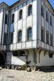 PLOWDIW, BULGARIEN - 10. JUNI 2017: Haus vom Zeitraum der bulgarischen Wiederbelebung und der Straße in der alten Stadt von Plowd Lizenzfreie Stockfotos