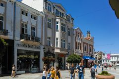 PLOWDIW, BULGARIEN - 10. JUNI 2017: Panorama von Straße Knyaz Alexander I. in der Stadt von Plowdiw Lizenzfreies Stockfoto