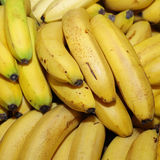 Plátanos en mercado en Lisboa Foto de archivo libre de regalías