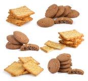 Plätzchen und Cracker auf weißem Hintergrund Stockfotos