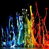 Pluśnięcie akrylowa farba, abstrakcjonistyczny tło miesza kolory na czerni Obrazy Royalty Free