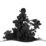 Pluśnięcie czarny atrament wewnątrz opuszczał w wodę obrazy royalty free