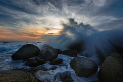 Pluśnięcie fala na seascape Zdjęcia Royalty Free