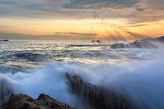Pluśnięcie fala na seascape przy zmierzchem Obrazy Royalty Free