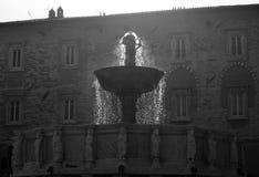 Pluśnięcie Fontana Maggiore w Novembre kwadracie lub dzwoniący także IV zdjęcia stock