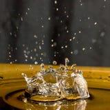 Pluśnięcie wody kropla Zdjęcia Royalty Free