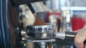 Plugghäst för Barista tagandekaffe i grupp stock video