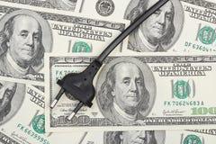Plugue elétrico no dinheiro imagem de stock royalty free