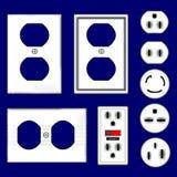 Plugues e placas dianteiras elétricos da tomada no vetor Imagem de Stock