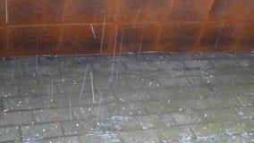 Pluie avec la grêle banque de vidéos