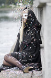 pluie colorée de confettis images stock