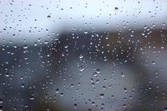Pluie dans la ville images stock
