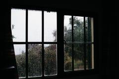 Pluie dans le village de la Grèce Photos libres de droits