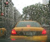 Pluie du taxi NY New York City de taxi d'hublot de véhicule Photos libres de droits