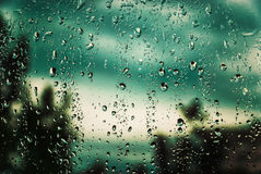 Pluie en dehors de l'hublot Photos libres de droits