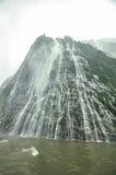 Pluie en Milford Sound, Nouvelle-Zélande Images libres de droits
