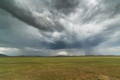 Pluie foncée de promesse de nuages Photos stock