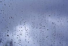 Pluie sur l'hublot photo libre de droits