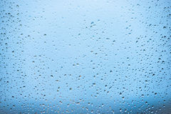 Pluie sur l'hublot Images stock