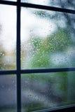 Pluie sur l'hublot Photographie stock libre de droits