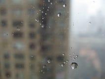 Pluie sur l'hublot image libre de droits