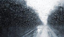 Pluie sur l'hublot de véhicule Images libres de droits
