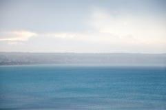 Pluie sur la baie Images stock