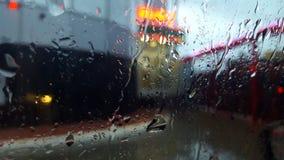 Pluie sur la rue photos stock