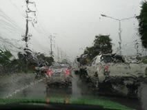 Pluie sur le pare-brise Photographie stock libre de droits