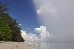Pluie sur Rarotonga, îles Cook Photos stock