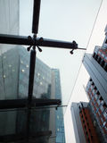 Pluie sur un toit en verre Images stock