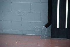 Pluie : tuyau de descente d'eaux ménagères San Francisco Bay Area photographie stock libre de droits
