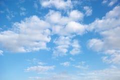 Pluizige wolken Stock Afbeeldingen