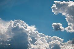 Pluizige wolken royalty-vrije stock foto